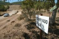 """""""La finca está rodeada de una valla ilegal para que la fauna no se escape"""", dicen los ecologistas"""